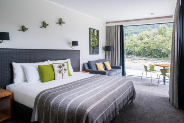 australian-modern-bedroom-interior-nature-window_31965-3690